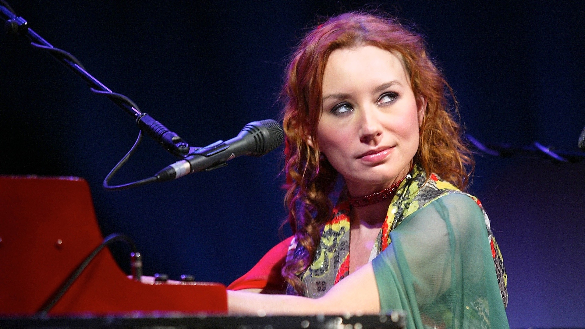 NEW YORK - MARCH 7:  Tori Amos performs during sound check before her sold-out concert at Radio City Music Hall March 7, 2003 in New York City.  (Photo by Scott Gries/Getty Images)