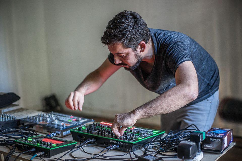 Diego Mendez tocando en una de las versiones de CCC.