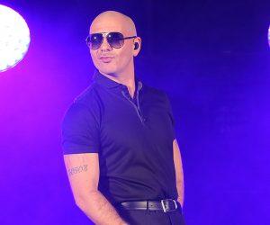 Pitbull está de regreso con el peor cover de 'Africa'